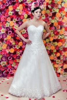 A-Linie Herz Ausschnitt Ärmelloses Brautkleid Model 715 aus Tüll mit Spitze.
