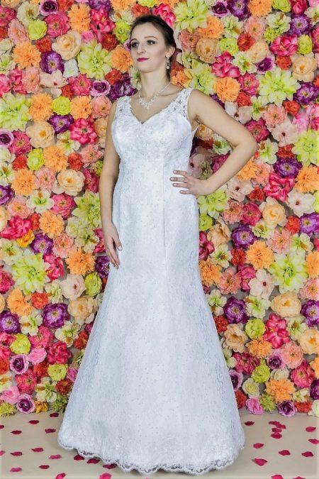 Brautkleid Model 511. Hochzeitskleider aus PolenDas sinnliche Meerjungfrau-Hochzeitskleid wird in voller Länge aus einer französischen Spitze gefertigt.