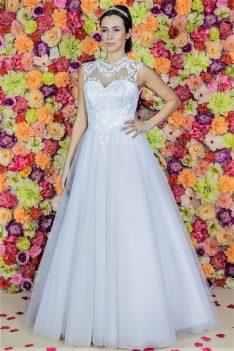 Brautkleid Model 718 im Prinzessin-Stil aus Tüll und Spitze mit Perlen und Strasssteinen.