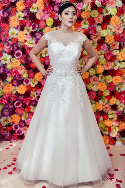 Suknia ślubna Model 610 litera A z dekoltem illusion i bogato zdobionym paskiem.