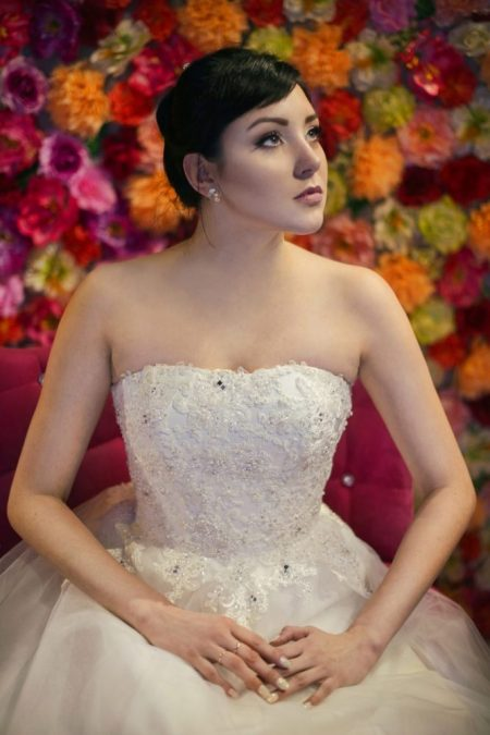 Suknia ślubna typ Princessa z tiulową spódnicą.