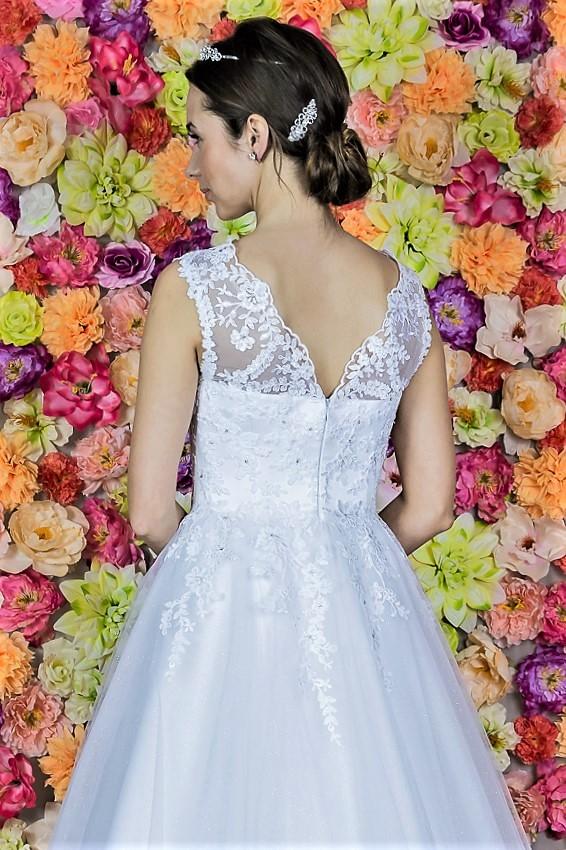 Suknia slubna Model 611; Suknie ślubne, szycie miarowe, szycie na miarę, producent, suknia ślubna, moda ślubna, salon sukien ślubnych, suknie ślubne galeria, zdjęcia sukni ślubnych, krótkie suknie ślubne, długie suknie ślubne, klasyczne suknie ślubne, koronkowe suknie ślubne, suknia, ślub, zielona góra, panna młoda, wesele, żary, żagań, słubice, świebodzin, sulechów, krosno odrzańskie, nowogród bobrzański, gubin, nowa sól, lubuskie, dolnośląskie, Brautkleider, Hochzeitskleid, Brautmode, Brautkleid, Hochzeitskleider, mit Schleppe, Hochzeit , Hersteller, massgefertigte Brautkleider, Brautkleider nach Maß. Hochzeitsmode aus Polen, allen Größen, wedding, Polen, Zary, Guben, lausitz, Wedding dress, Cottbus, Dresden, Berlin, Anzüge
