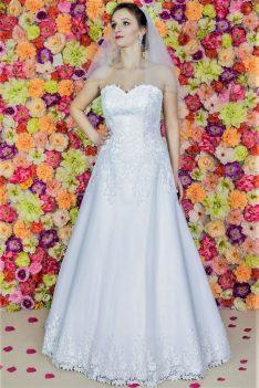 Suknia ślubna Model 715; Suknie ślubne, szycie miarowe, szycie na miarę, producent, suknia ślubna, moda ślubna, salon sukien ślubnych, suknie ślubne galeria, zdjęcia sukni ślubnych, krótkie suknie ślubne, długie suknie ślubne, klasyczne suknie ślubne, koronkowe suknie ślubne, suknia, ślub, zielona góra, panna młoda, wesele, żary, żagań, słubice, świebodzin, sulechów, krosno odrzańskie, nowogród bobrzański, gubin, nowa sól, lubuskie, dolnośląskie, Brautkleider, Hochzeitskleid, Brautmode, Brautkleid, Hochzeitskleider, mit Schleppe, Hochzeit , Hersteller, massgefertigte Brautkleider, Brautkleider nach Maß. Hochzeitsmode aus Polen, allen Größen, wedding, Polen, Zary, Guben, lausitz, Wedding dress, Cottbus, Dresden, Berlin, Anzüge