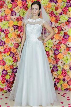 Suknia ślubna Model 716; Suknie ślubne, szycie miarowe, szycie na miarę, producent, suknia ślubna, moda ślubna, salon sukien ślubnych, suknie ślubne galeria, zdjęcia sukni ślubnych, krótkie suknie ślubne, długie suknie ślubne, klasyczne suknie ślubne, koronkowe suknie ślubne, suknia, ślub, zielona góra, panna młoda, wesele, żary, żagań, słubice, świebodzin, sulechów, krosno odrzańskie, nowogród bobrzański, gubin, nowa sól, lubuskie, dolnośląskie, Brautkleider, Hochzeitskleid, Brautmode, Brautkleid, Hochzeitskleider, mit Schleppe, Hochzeit , Hersteller, massgefertigte Brautkleider, Brautkleider nach Maß. Hochzeitsmode aus Polen, allen Größen, wedding, Polen, Zary, Guben, lausitz, Wedding dress, Cottbus, Dresden, Berlin, Anzüge