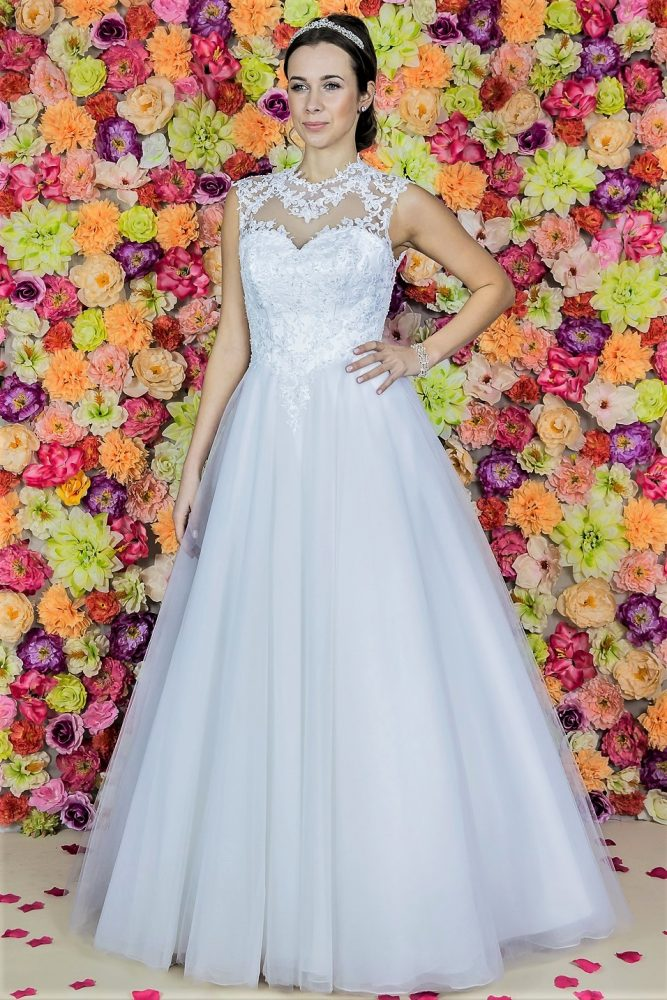 Suknia ślubna Model 718; Suknie ślubne, szycie miarowe, szycie na miarę, producent, suknia ślubna, moda ślubna, salon sukien ślubnych, suknie ślubne galeria, zdjęcia sukni ślubnych, krótkie suknie ślubne, długie suknie ślubne, klasyczne suknie ślubne, koronkowe suknie ślubne, suknia, ślub, zielona góra, panna młoda, wesele, żary, żagań, słubice, świebodzin, sulechów, krosno odrzańskie, nowogród bobrzański, gubin, nowa sól, lubuskie, dolnośląskie, Brautkleider, Hochzeitskleid, Brautmode, Brautkleid, Hochzeitskleider, mit Schleppe, Hochzeit , Hersteller, massgefertigte Brautkleider, Brautkleider nach Maß. Hochzeitsmode aus Polen, allen Größen, wedding, Polen, Zary, Guben, lausitz, Wedding dress, Cottbus, Dresden, Berlin, Anzüge