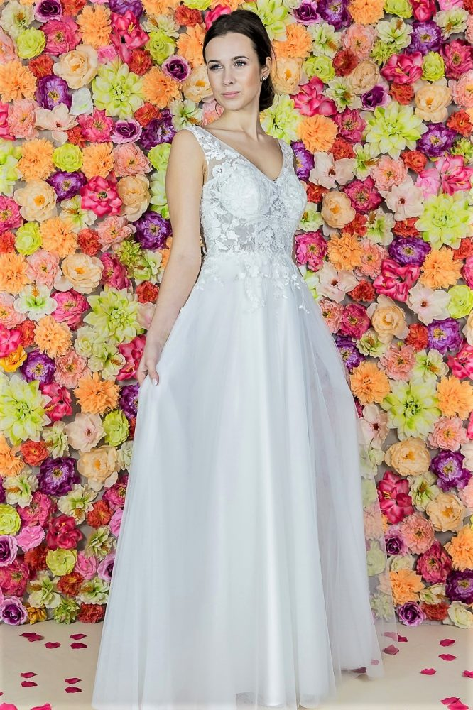 Suknia ślubna Model 814; Suknie ślubne, szycie miarowe, szycie na miarę, producent, suknia ślubna, moda ślubna, salon sukien ślubnych, suknie ślubne galeria, zdjęcia sukni ślubnych, krótkie suknie ślubne, długie suknie ślubne, klasyczne suknie ślubne, koronkowe suknie ślubne, suknia, ślub, zielona góra, panna młoda, wesele, żary, żagań, słubice, świebodzin, sulechów, krosno odrzańskie, nowogród bobrzański, gubin, nowa sól, lubuskie, dolnośląskie, Brautkleider, Hochzeitskleid, Brautmode, Brautkleid, Hochzeitskleider, mit Schleppe, Hochzeit , Hersteller, massgefertigte Brautkleider, Brautkleider nach Maß. Hochzeitsmode aus Polen, allen Größen, wedding, Polen, Zary, Guben, lausitz, Wedding dress, Cottbus, Dresden, Berlin, Anzüge, Rodzaje sukien ślubnych