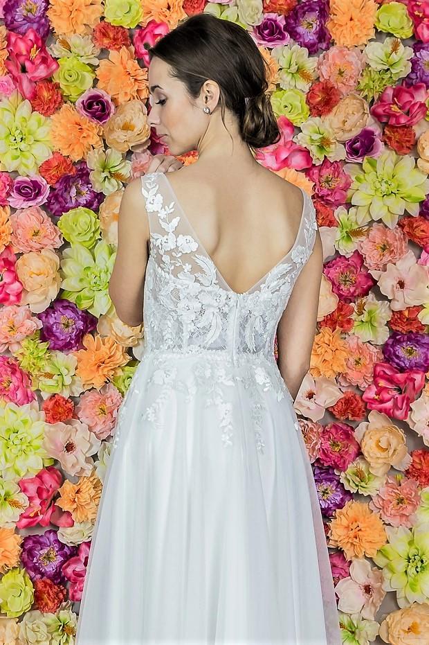 Suknia ślubna Model 814; Suknie ślubne, szycie miarowe, szycie na miarę, producent, suknia ślubna, moda ślubna, salon sukien ślubnych, suknie ślubne galeria, zdjęcia sukni ślubnych, krótkie suknie ślubne, długie suknie ślubne, klasyczne suknie ślubne, koronkowe suknie ślubne, suknia, ślub, zielona góra, panna młoda, wesele, żary, żagań, słubice, świebodzin, sulechów, krosno odrzańskie, nowogród bobrzański, gubin, nowa sól, lubuskie, dolnośląskie, Brautkleider, Hochzeitskleid, Brautmode, Brautkleid, Hochzeitskleider, mit Schleppe, Hochzeit , Hersteller, massgefertigte Brautkleider, Brautkleider nach Maß. Hochzeitsmode aus Polen, allen Größen, wedding, Polen, Zary, Guben, lausitz, Wedding dress, Cottbus, Dresden, Berlin, Anzüge
