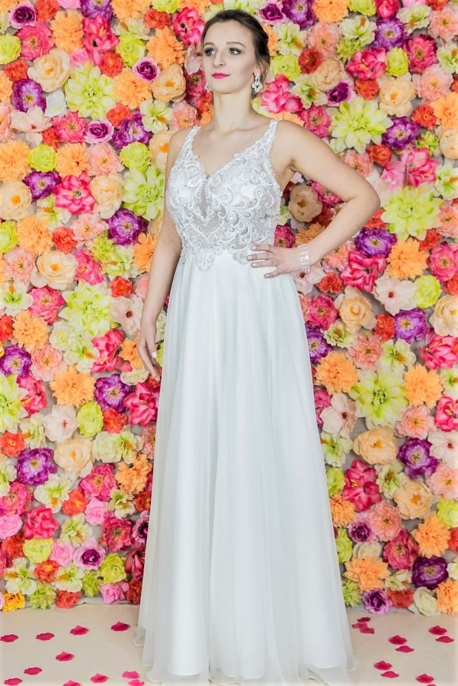 Suknia ślubna Model 815; Suknie ślubne, szycie miarowe, szycie na miarę, producent, suknia ślubna, moda ślubna, salon sukien ślubnych, suknie ślubne galeria, zdjęcia sukni ślubnych, krótkie suknie ślubne, długie suknie ślubne, klasyczne suknie ślubne, koronkowe suknie ślubne, suknia, ślub, zielona góra, panna młoda, wesele, żary, żagań, słubice, świebodzin, sulechów, krosno odrzańskie, nowogród bobrzański, gubin, nowa sól, lubuskie, dolnośląskie, Brautkleider, Hochzeitskleid, Brautmode, Brautkleid, Hochzeitskleider, mit Schleppe, Hochzeit , Hersteller, massgefertigte Brautkleider, Brautkleider nach Maß. Hochzeitsmode aus Polen, allen Größen, wedding, Polen, Zary, Guben, lausitz, Wedding dress, Cottbus, Dresden, Berlin, Anzüge