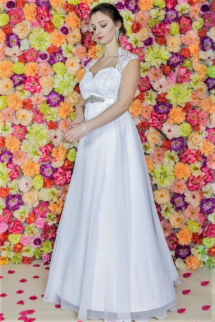 Suknia ślubna Model 817; Suknie ślubne, szycie miarowe, szycie na miarę, producent, suknia ślubna, moda ślubna, salon sukien ślubnych, suknie ślubne galeria, zdjęcia sukni ślubnych, krótkie suknie ślubne, długie suknie ślubne, klasyczne suknie ślubne, koronkowe suknie ślubne, suknia, ślub, zielona góra, panna młoda, wesele, żary, żagań, słubice, świebodzin, sulechów, krosno odrzańskie, nowogród bobrzański, gubin, nowa sól, lubuskie, dolnośląskie, Brautkleider, Hochzeitskleid, Brautmode, Brautkleid, Hochzeitskleider, mit Schleppe, Hochzeit , Hersteller, massgefertigte Brautkleider, Brautkleider nach Maß. Hochzeitsmode aus Polen, allen Größen, wedding, Polen, Zary, Guben, lausitz, Wedding dress, Cottbus, Dresden, Berlin, Anzüge, Rodzaje sukien ślubnych