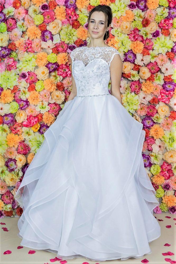 Suknia ślubna Model 820; Suknie ślubne, szycie miarowe, szycie na miarę, producent, suknia ślubna, moda ślubna, salon sukien ślubnych, suknie ślubne galeria, zdjęcia sukni ślubnych, krótkie suknie ślubne, długie suknie ślubne, klasyczne suknie ślubne, koronkowe suknie ślubne, suknia, ślub, zielona góra, panna młoda, wesele, żary, żagań, słubice, świebodzin, sulechów, krosno odrzańskie, nowogród bobrzański, gubin, nowa sól, lubuskie, dolnośląskie, Brautkleider, Hochzeitskleid, Brautmode, Brautkleid, Hochzeitskleider, mit Schleppe, Hochzeit , Hersteller, massgefertigte Brautkleider, Brautkleider nach Maß. Hochzeitsmode aus Polen, allen Größen, wedding, Polen, Zary, Guben, lausitz, Wedding dress, Cottbus, Dresden, Berlin, Anzüge