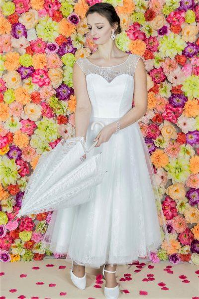 Suknie ślubne, szycie miarowe, szycie na miarę, producent, suknia ślubna, moda ślubna, salon sukien ślubnych, suknie ślubne galeria, zdjęcia sukni ślubnych, krótkie suknie ślubne, długie suknie ślubne, klasyczne suknie ślubne, koronkowe suknie ślubne, suknia, ślub, zielona góra, panna młoda, wesele, żary, żagań, słubice, świebodzin, sulechów, krosno odrzańskie, nowogród bobrzański, gubin, nowa sól, lubuskie, dolnośląskie,