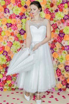 Suknia ślubna Model 822 , Suknie ślubne, szycie miarowe, szycie na miarę, producent, suknia ślubna, moda ślubna, salon sukien ślubnych, suknie ślubne galeria, zdjęcia sukni ślubnych, krótkie suknie ślubne, długie suknie ślubne, klasyczne suknie ślubne, koronkowe suknie ślubne, suknia, ślub, zielona góra, panna młoda, wesele, żary, żagań, słubice, świebodzin, sulechów, krosno odrzańskie, nowogród bobrzański, gubin, nowa sól, lubuskie, dolnośląskie,