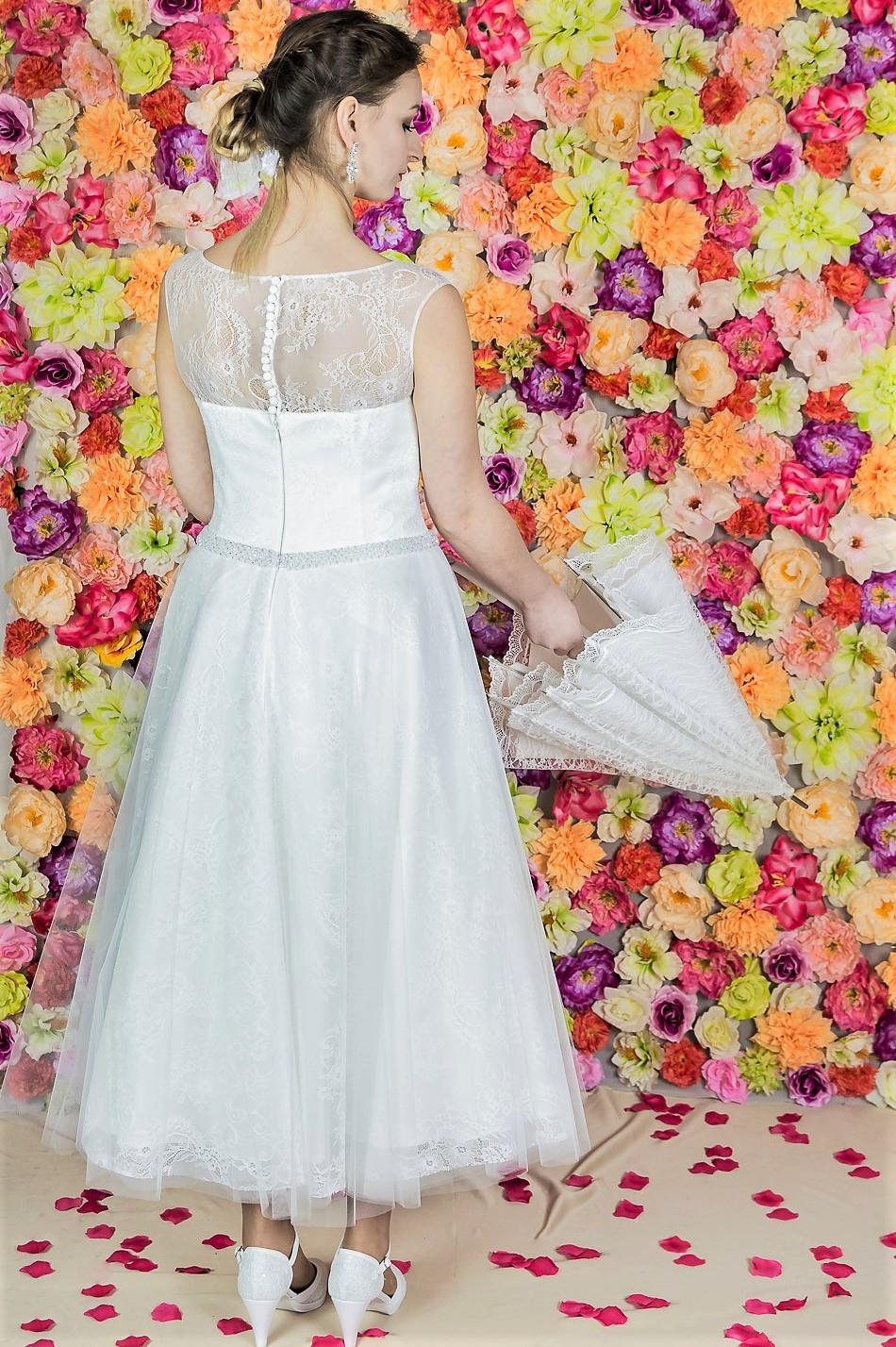 Suknia ślubna Model 822 ; z8 Suknie ślubne, szycie miarowe, szycie na miarę, producent, suknia ślubna, moda ślubna, salon sukien ślubnych, suknie ślubne galeria, zdjęcia sukni ślubnych, krótkie suknie ślubne, długie suknie ślubne, klasyczne suknie ślubne, koronkowe suknie ślubne, suknia, ślub, zielona góra, panna młoda, wesele, żary, żagań, słubice, świebodzin, sulechów, krosno odrzańskie, nowogród bobrzański, gubin, nowa sól, lubuskie, dolnośląskie, Brautkleider, Hochzeitskleid, Brautmode, Brautkleid, Hochzeitskleider, mit Schleppe, Hochzeit , Hersteller, massgefertigte Brautkleider, Brautkleider nach Maß. Hochzeitsmode aus Polen, allen Größen, wedding, Polen, Zary, Guben, lausitz, Wedding dress, Cottbus, Dresden, Berlin, Anzüge