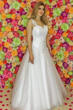 Suknia ślubna Model 915; Suknie ślubne, szycie miarowe, szycie na miarę, producent, suknia ślubna, moda ślubna, salon sukien ślubnych, suknie ślubne galeria, zdjęcia sukni ślubnych, krótkie suknie ślubne, długie suknie ślubne, klasyczne suknie ślubne, koronkowe suknie ślubne, suknia, ślub, zielona góra, panna młoda, wesele, żary, żagań, słubice, świebodzin, sulechów, krosno odrzańskie, nowogród bobrzański, gubin, nowa sól, lubuskie, dolnośląskie, Rodzaje sukien ślubnych