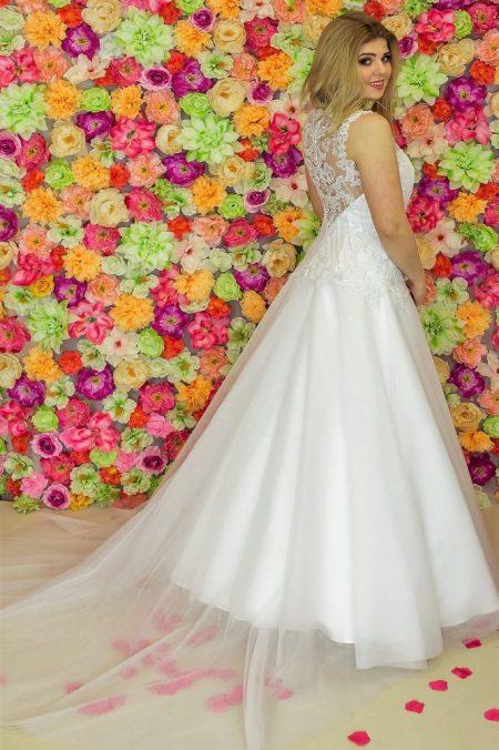 Suknia ślubna Model 915; Suknie ślubne, suknie ślubne szyte na miare, suknie ślubne na wymiar, suknie slubne duze rozmiary, suknia ślubna z rękawem 3/4, suknie ślubne szyte na miarę, producent sukni ślubnych, producent sukien ślubnych,szycie miarowe, szycie na miarę, producent, suknia ślubna, moda ślubna, salon sukien ślubnych, suknie ślubne galeria, zdjęcia sukni ślubnych, krótkie suknie ślubne, długie suknie ślubne, klasyczne suknie ślubne, koronkowe suknie ślubne, suknia, ślub, zielona góra, panna młoda, wesele, żary, żagań, słubice, świebodzin, sulechów, krosno odrzańskie, nowogród bobrzański, gubin, nowa sól, lubuskie, dolnośląskie, Rodzaje sukien ślubnych