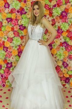 Suknia ślubna Model 917; Suknie ślubne, szycie miarowe, szycie na miarę, producent, suknia ślubna, moda ślubna, salon sukien ślubnych, suknie ślubne galeria, zdjęcia sukni ślubnych, krótkie suknie ślubne, długie suknie ślubne, klasyczne suknie ślubne, koronkowe suknie ślubne, suknia, ślub, zielona góra, panna młoda, wesele, żary, żagań, słubice, świebodzin, sulechów, krosno odrzańskie, nowogród bobrzański, gubin, nowa sól, lubuskie, dolnośląskie, Rodzaje sukien ślubnych