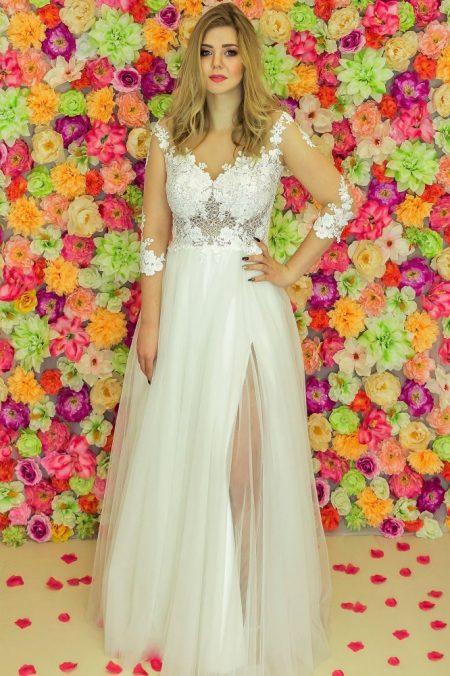 Suknia ślubna Model 919; Suknie ślubne, szycie miarowe, szycie na miarę, producent, suknia ślubna, moda ślubna, salon sukien ślubnych, suknie ślubne galeria, zdjęcia sukni ślubnych, krótkie suknie ślubne, długie suknie ślubne, klasyczne suknie ślubne, koronkowe suknie ślubne, suknia, ślub, zielona góra, panna młoda, wesele, żary, żagań, słubice, świebodzin, sulechów, krosno odrzańskie, nowogród bobrzański, gubin, nowa sól, lubuskie, dolnośląskie, Rodzaje sukien ślubnych