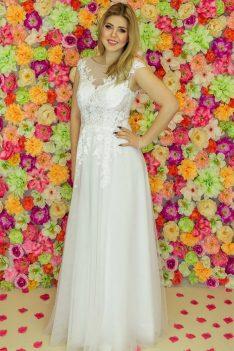 Suknia ślubna Model 925; Suknie ślubne, suknie ślubne szyte na miare, suknie ślubne na wymiar, suknie slubne duze rozmiary, suknia ślubna z rękawem 3/4, suknie ślubne szyte na miarę, producent sukni ślubnych, producent sukien ślubnych, szycie miarowe, szycie na miarę, producent, suknia ślubna, moda ślubna, salon sukien ślubnych, suknie ślubne galeria, zdjęcia sukni ślubnych, krótkie suknie ślubne, długie suknie ślubne, klasyczne suknie ślubne, koronkowe suknie ślubne, suknia, ślub, zielona góra, panna młoda, wesele, żary, żagań, słubice, świebodzin, sulechów, krosno odrzańskie, nowogród bobrzański, gubin, nowa sól, lubuskie, dolnośląskie, Rodzaje sukien ślubnych