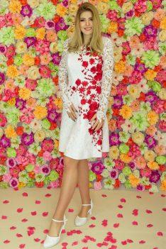Suknia ślubna Model 926; Suknie ślubne, szycie miarowe, szycie na miarę, producent, suknia ślubna, moda ślubna, salon sukien ślubnych, suknie ślubne galeria, zdjęcia sukni ślubnych, krótkie suknie ślubne, długie suknie ślubne, klasyczne suknie ślubne, koronkowe suknie ślubne, suknia, ślub, zielona góra, panna młoda, wesele, żary, żagań, słubice, świebodzin, sulechów, krosno odrzańskie, nowogród bobrzański, gubin, nowa sól, lubuskie, dolnośląskie, Rodzaje sukien ślubnych